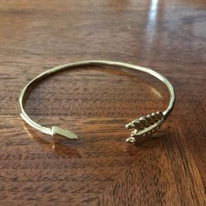 Stella & Dot gold arrow bracelet
